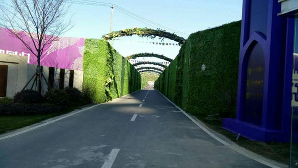 artificial-hedges-for-lining-walkways